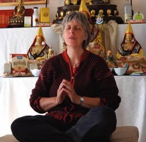 tessa-meditating