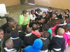 patti-and-schoolchildren