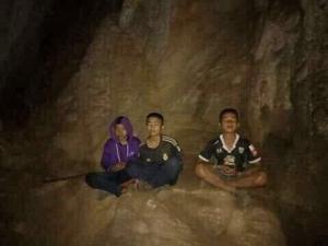 Thai boys meditating